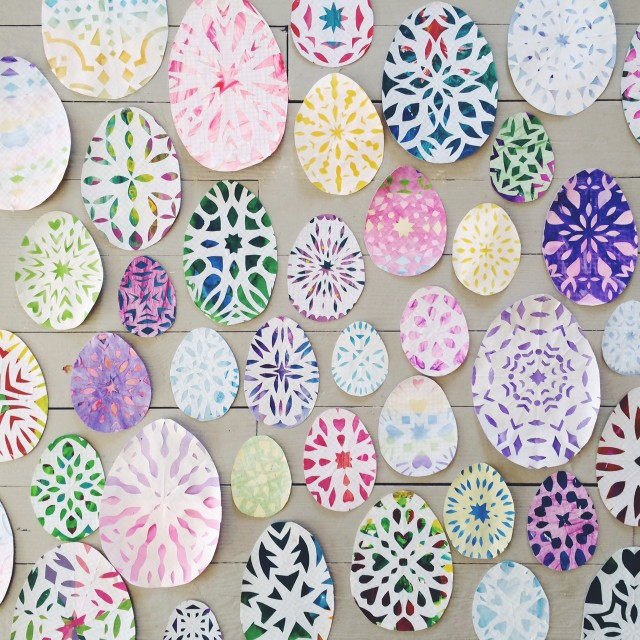 Snowflake Easter Eggs - and 4 other simple Easter crafts in the post