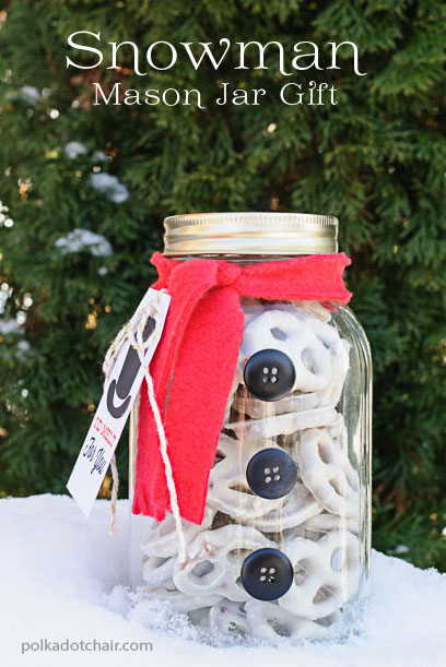 snowman mason jar with pretzels