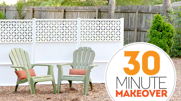 30 Minute Backyard Makeover - you won't believe how simple and quick this fencing is!